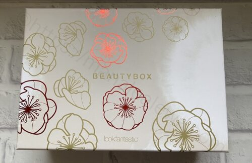 lookfantastic-japan-limited-beauty-box-outer case