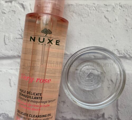 nuxe-cleansing-oil-texture